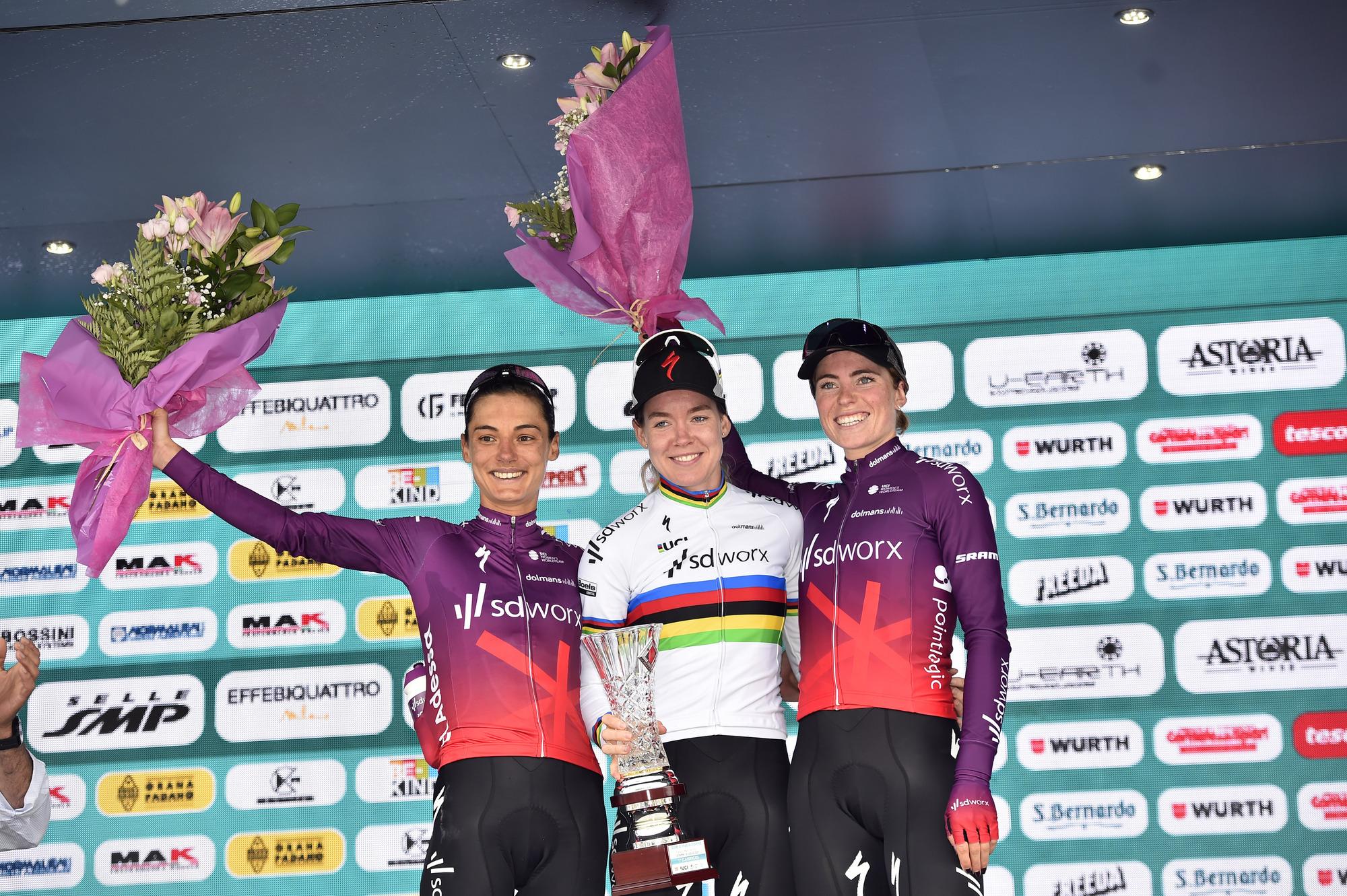 World champion Anna Van Der Breggen dominates in Prato Nevoso: the winner of the 2020 edition wins today's stage, as well as Maglia Rosa, Maglia Verde and Maglia Ciclamino