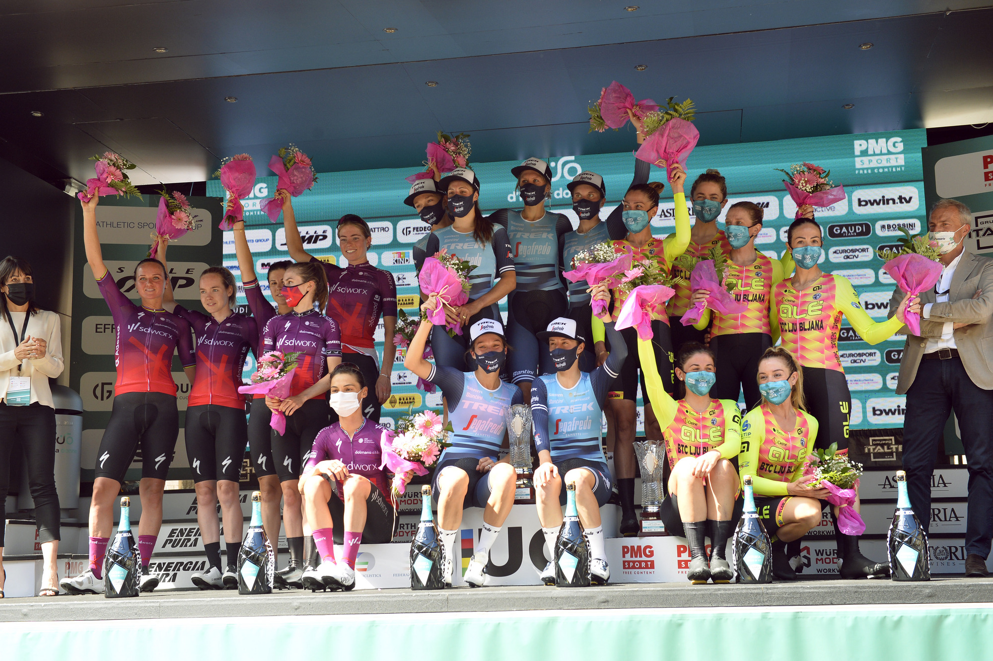 Trek- Segafredo wins the opening team time trial, the first Maglia Rosa goes to Ruth Winder
